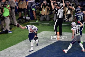 GLENDALE, AZ - FEBRUARY 01 : Ron Gronkowski #87 of the New England Patriots celebrates after catching a touchdown pass over K.J. Wright #50 of the Seattle Seahawks during Super Bowl XLIX February 1, 2015 at the University of Phoenix Stadium in Glendale, Arizona. The Patriots won the game 28-24. (Photo by Focus on Sport/Getty Images) *** Local Caption *** Ron Gronkowski; K.J. Wright