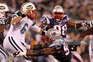 132709119-mark-sanchez-of-the-new-york-jets-gets-gettyimages