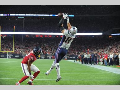 Rob Gronkowski's 10th TD catch (Photo: Patriots.com Keith Nordstrom)
