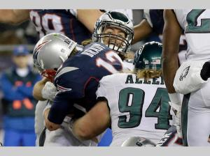 Tom Brady scores on a quarterback sneak (AP Photo/Steven Senne)