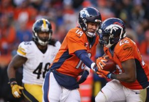 Peyton Manning hands off to C.J. Anderson in Broncos win over the Steelers(AP Photo/David Zalubowski)