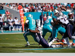 Linebacker Geneo Grissom (92) sacks Ryan Tannehill (17) (AP Photo/Wilfredo Lee)